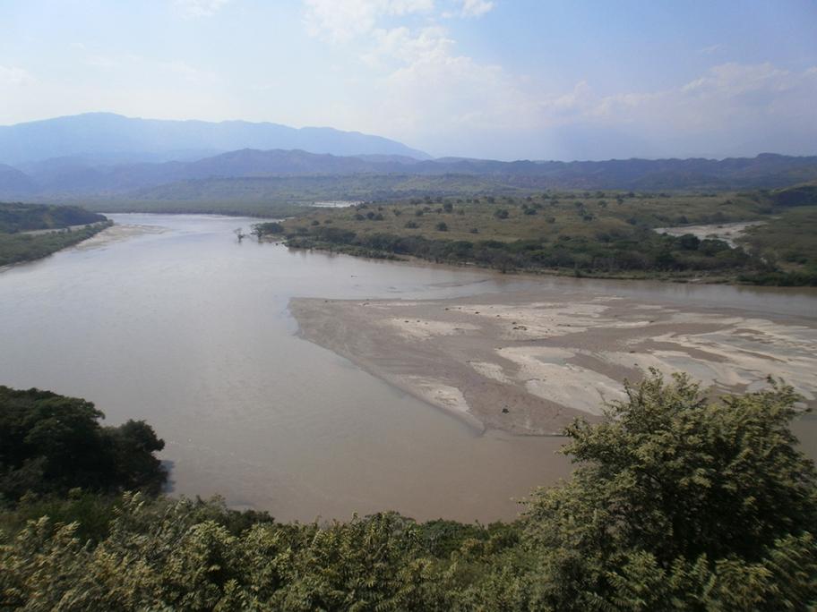 コロンビアコーヒーの名産地、ウィラの風景(マグダレナ河)